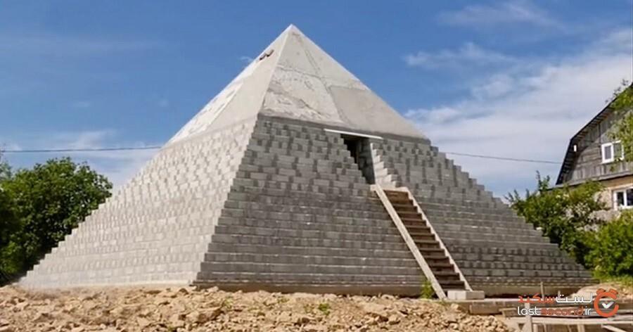 این زوج روسی یک ماکت بزرگ از اهرام مصر را در حیاط پشتی خانهشان ساختهاند