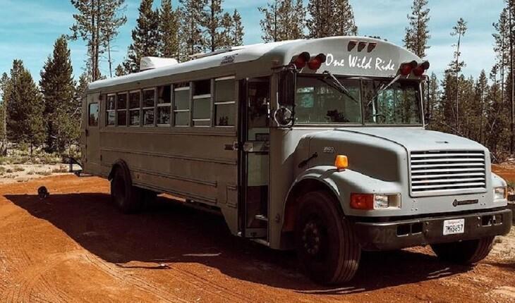 زوجی آمریکایی اتوبوس مدرسه را به خانه ای متحرک تبدیل کردند!