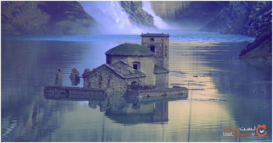 دهکده غرقشده قرونوسطایی به شکل ترسناکی از دریاچه ای در ایتالیا سر برمیآورد!