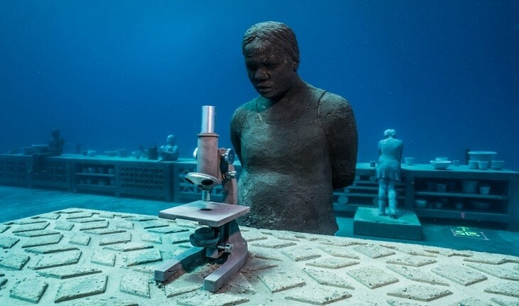 مجسمه انسان هایی با ابعاد واقعی در یک موزه زیر آبی!