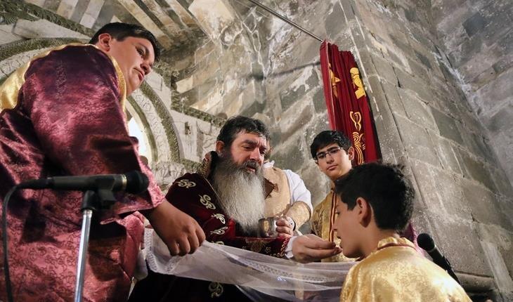 قره کلیسا، قدیمیترین کلیسای مسیحیت در ایران و مراسم مذهبی بادراک!