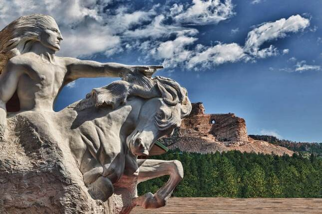 یادواره ی اسب مجنون، که ساختش بیش از 70 سال به طول انجامید!