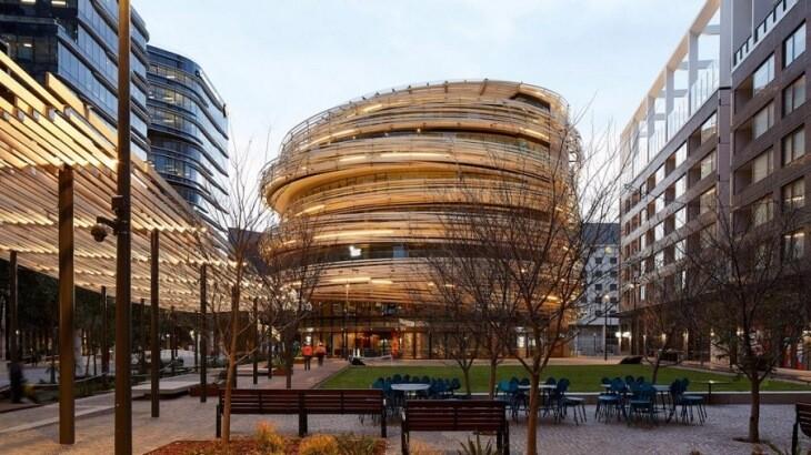 لانه چوبی بزرگی که در سیدنی دور یک ساختمان کشیده شده است!