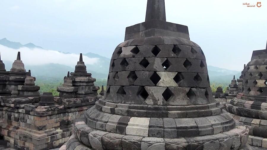 بوروبودور بزرگترین معبد بودا در طبیعت زیبای اندونزی