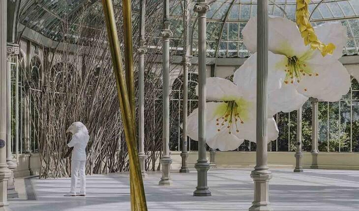 خلق دنیای جادویی گل های غولپیکر با الهام از تشریفات مرغ کریچ ساز!