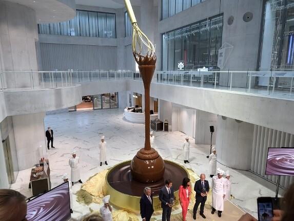 بزرگترین فواره شکلات جهان در سوئیس ساخته شد!