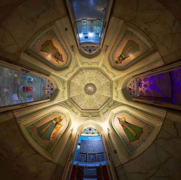 موزه آیینه، روشنایی در قلب یزد که همچنان می درخشد!