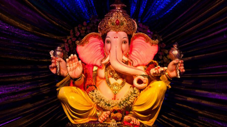 مانند یک خدای هندو غذا میل کنید!
