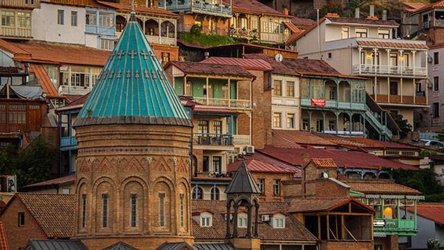 تنها در قفقازستان (سفرنامه تفلیس)
