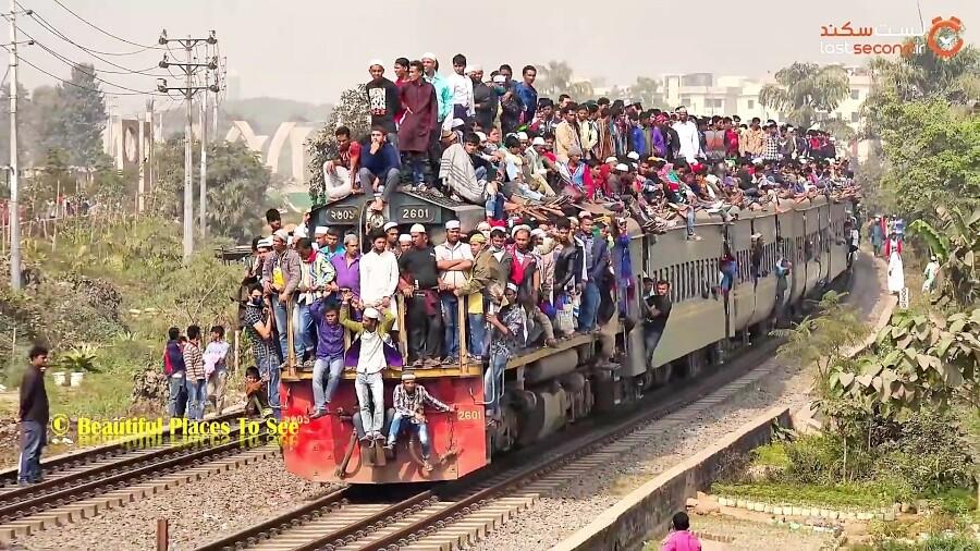 شلوغ ترین خط ریلی جهان، قطاری پوشیده از مسافر!