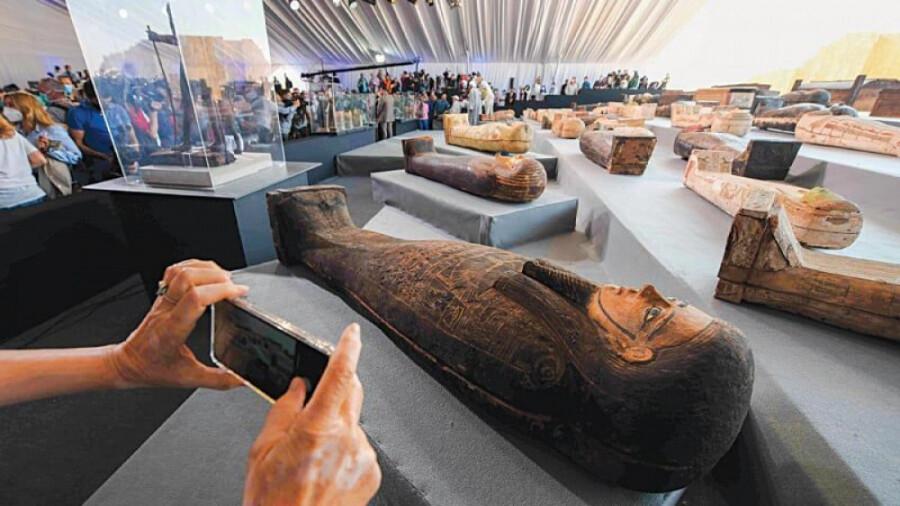 کشف بیش از 100 تابوت مومیایی و 40 مجسمه در مصر!