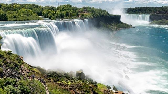 آبشار نیاگارا در سرزمین رنگین کمان ها