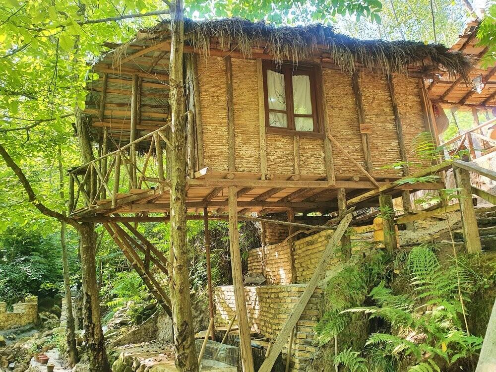 داستان اقامتگاه بوم گردی کومه و پسر جنگل