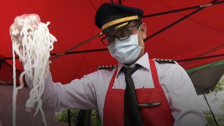 افتتاح دکه غذای خیابانی توسط خلبانی که شغلش را از دست داد!