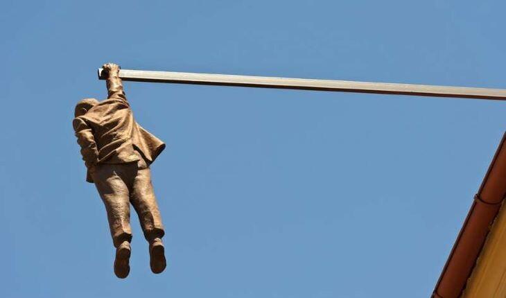 14 مورد از مفهومیترین و غیرمعمولترین مجسمههای دنیا