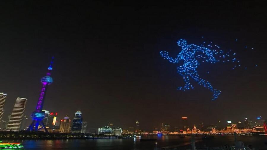 ساخت انیمیشن در آسمان گوئیانگ توسط 526 پهپاد!
