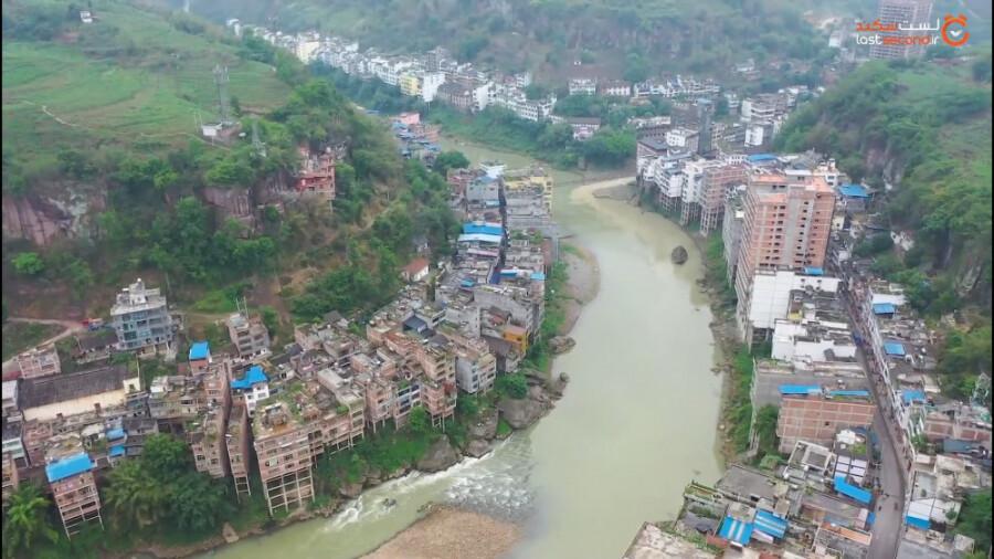 شهری عجیب در امتداد رودخانه!