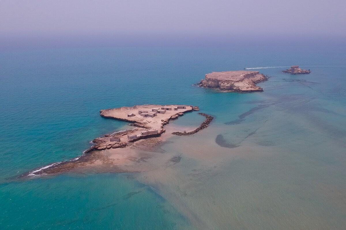 قدم زدن میان آبهای خلیج فارس در ساحل جزایر ناز