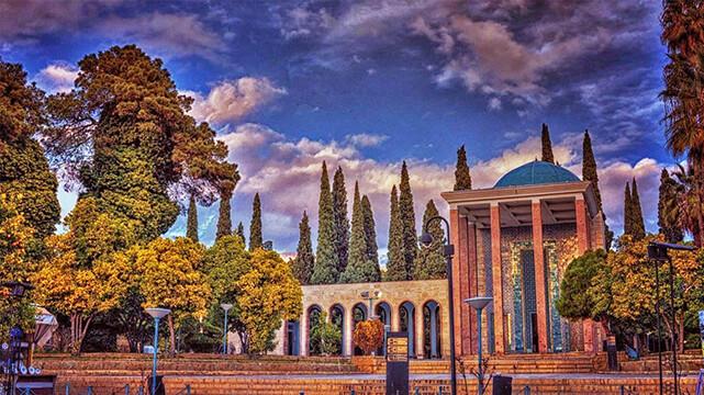 زیارت و سیاحت (سفرنامه شیراز و کیش)