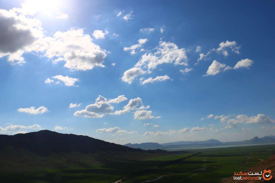 دشت و کوه های اطراف شهر ایزه