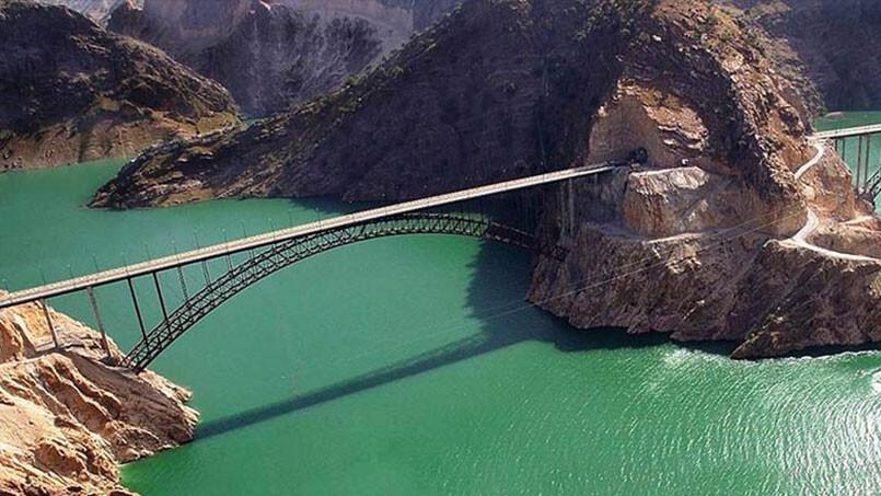 سفر به شهرهای خرم آباد، آبادان و شهرکرد (سفرنامه جنوب غربی ایران)