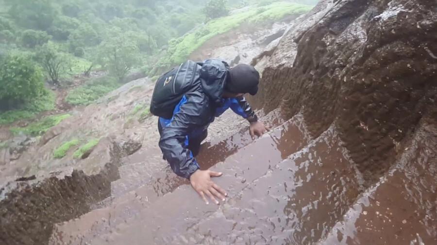 وحشتناکترین پله های جهان در هند!