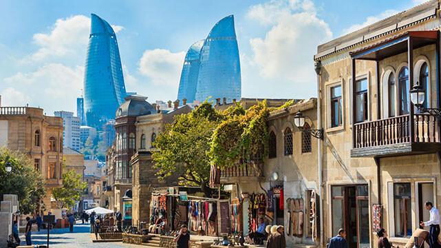سفر بانوی جهانگرد به باکو