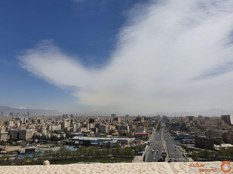 نمای تهران از بالای برج آزادی