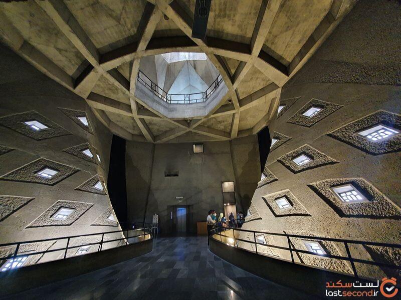 نمای داخلی برج آزادی