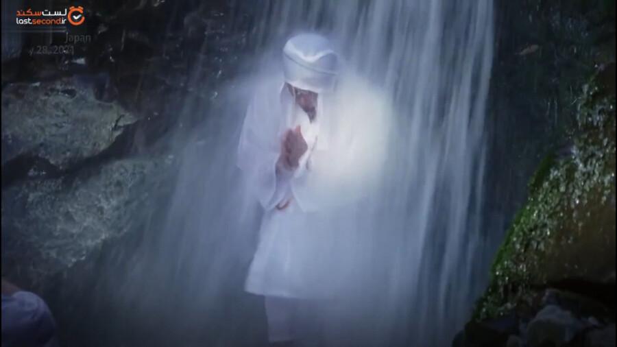آبشار درمانی راه حلی عجیب برای کاهش استرس در ژاپن!