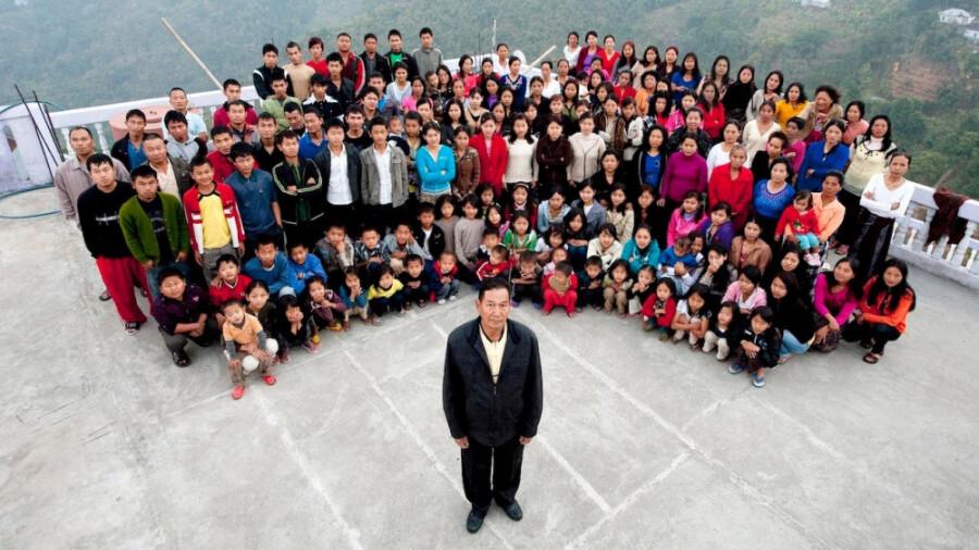 بزرگترین خانواده دنیا، مردی که 39 همسر و 189 فرزند دارد!