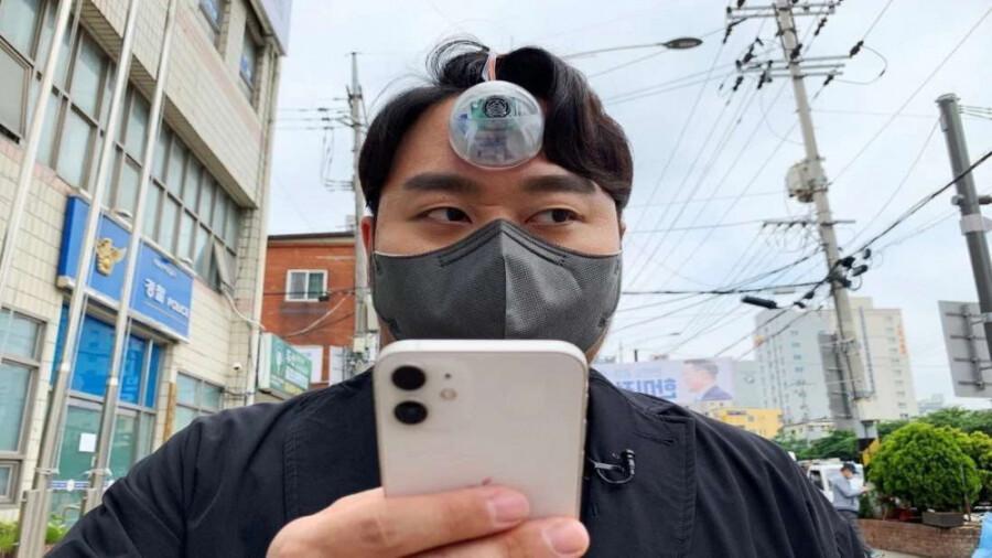 اختراع چشم سوم برای کسانی که به تلفن های هوشمند اعتیاد دارند!