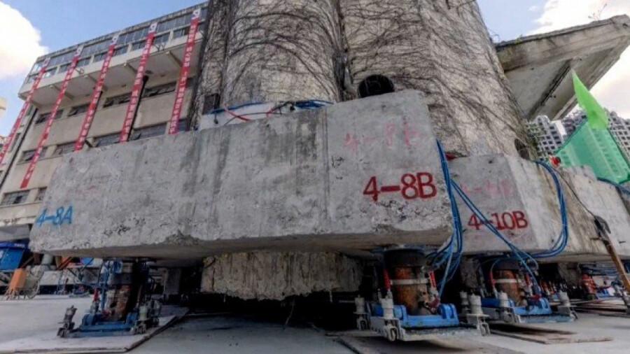 ساختمان قدیمی در شانگهای تا مقصد جدیدش قدم می زند!
