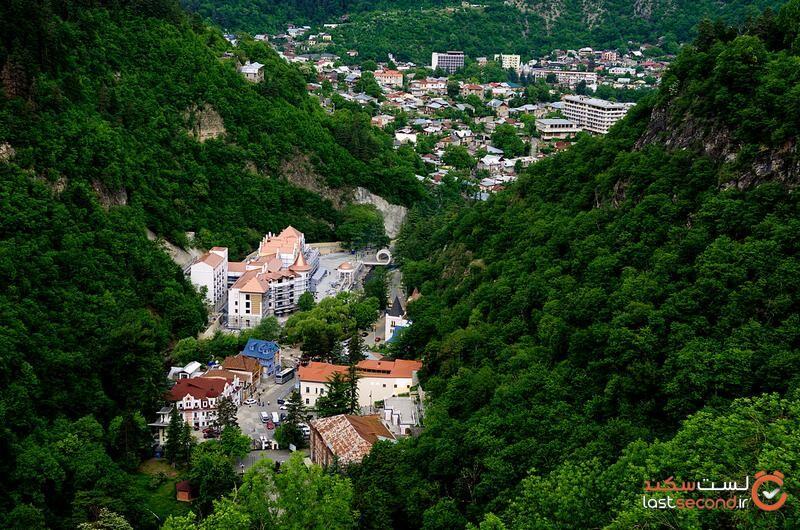 شهر برجومی گرجستان.jpg