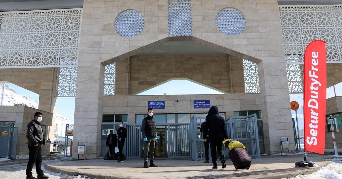 مرز زمینی ایران و ترکیه (گذرگاه مرزی رازی ) باز گشایی شد