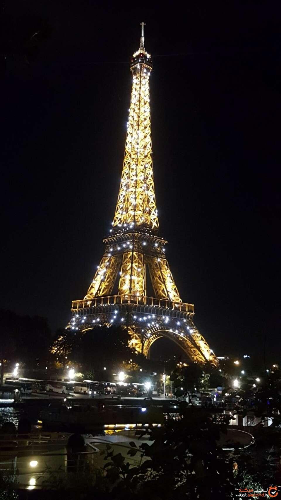 عکس برج ایفل در شب