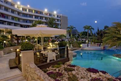 هتل مدیترینین بیچ
