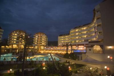هتل الای ریزورت