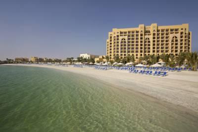 هتل دابل تری بای هیلتون ریزورت و اسپا جزیره مرجان