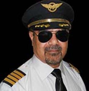 خلبانی که هواپیما را بدون چرخ فرود آورد که بود؟