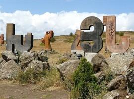 مجسمه های حروف الفبا