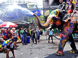 جشن آبپاشی سونگکران در تایلند