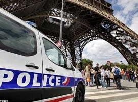 دست جیب برهای پاریسی در جیب گردشگران آسیایی