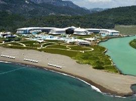 هتل هیلتون دالامان، با نمای رویایی کوهستان و دریا