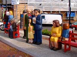 """مجسمه های """"مردم منتظر"""" در کانادا"""