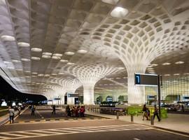 فرودگاه زیبا و بین المللی بمبئی در هندوستان