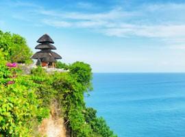 معبدی بر فراز دریا در بالی